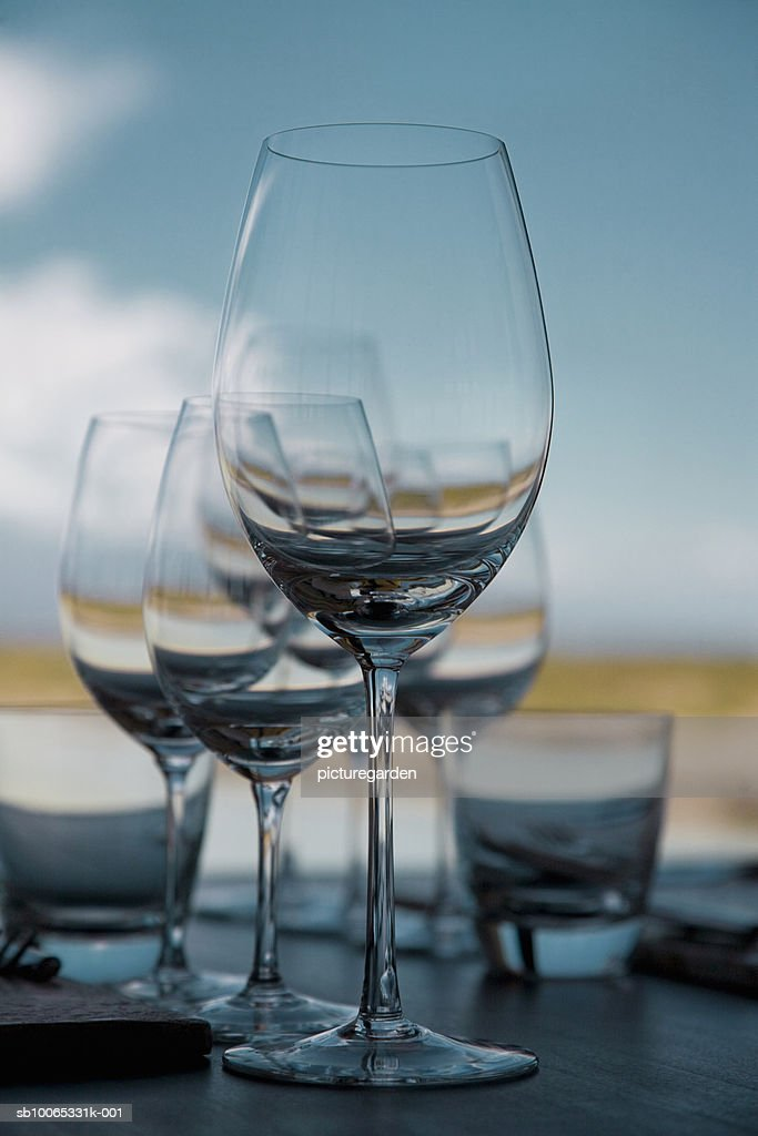 Wine glasses on table : Foto stock