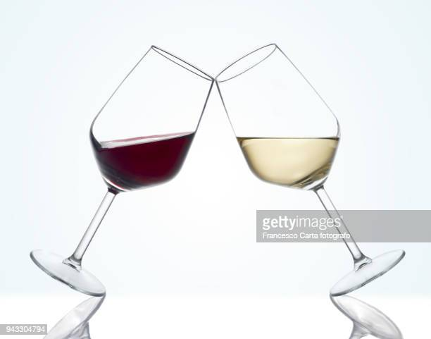 wine glasses - white wine stock pictures, royalty-free photos & images