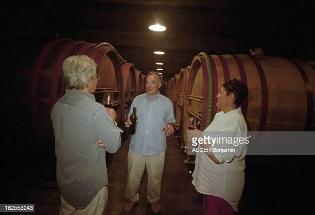 Wine Of Provence Août 2001 le vin de Provence Eloi DÜRRBACH et son épouse Floriane propriétaires du domaine de Trevallon à SaintEtienneduGrès...