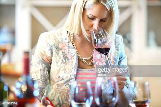evento di degustazione di vini. - esame orale foto e immagini stock