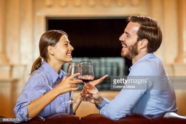 Vin moment de couple romantique