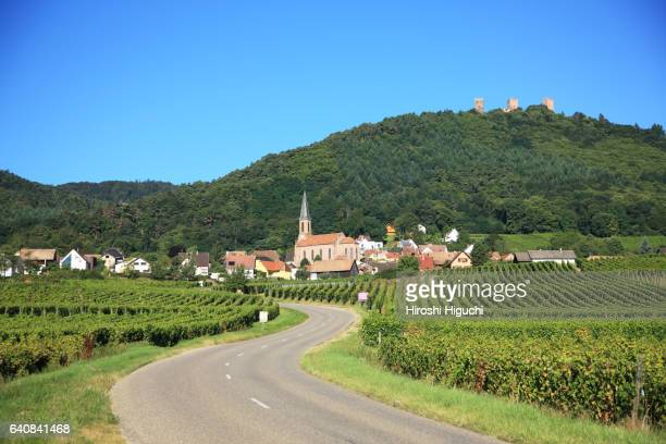 wine-grower village along wine route, husseren-les-chateaux, alsace, france - village stock pictures, royalty-free photos & images