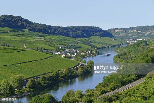 wine-village ahn, mosel river, luxembourg - moselle ストックフォトと画像