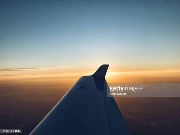 wing view from small private aircraft at sunset - inquadratura da un aereo foto e immagini stock