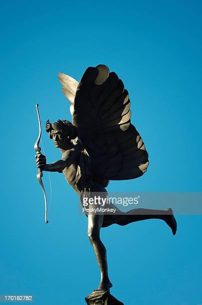 Winged Amor-Statue liegt, mit Pfeil und Bogen Blue Sky