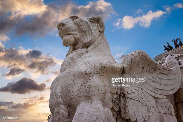 winged lion statue, venice square, rome, italy - tierfigur stock-fotos und bilder