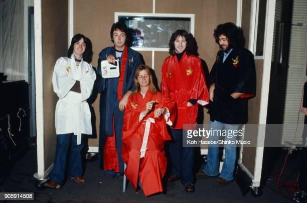Wings in the recording studio in New York May 1975 Ney York USA Paul McCartney Linda McCartney Denny Lane Jimmy McCullorch Joe English