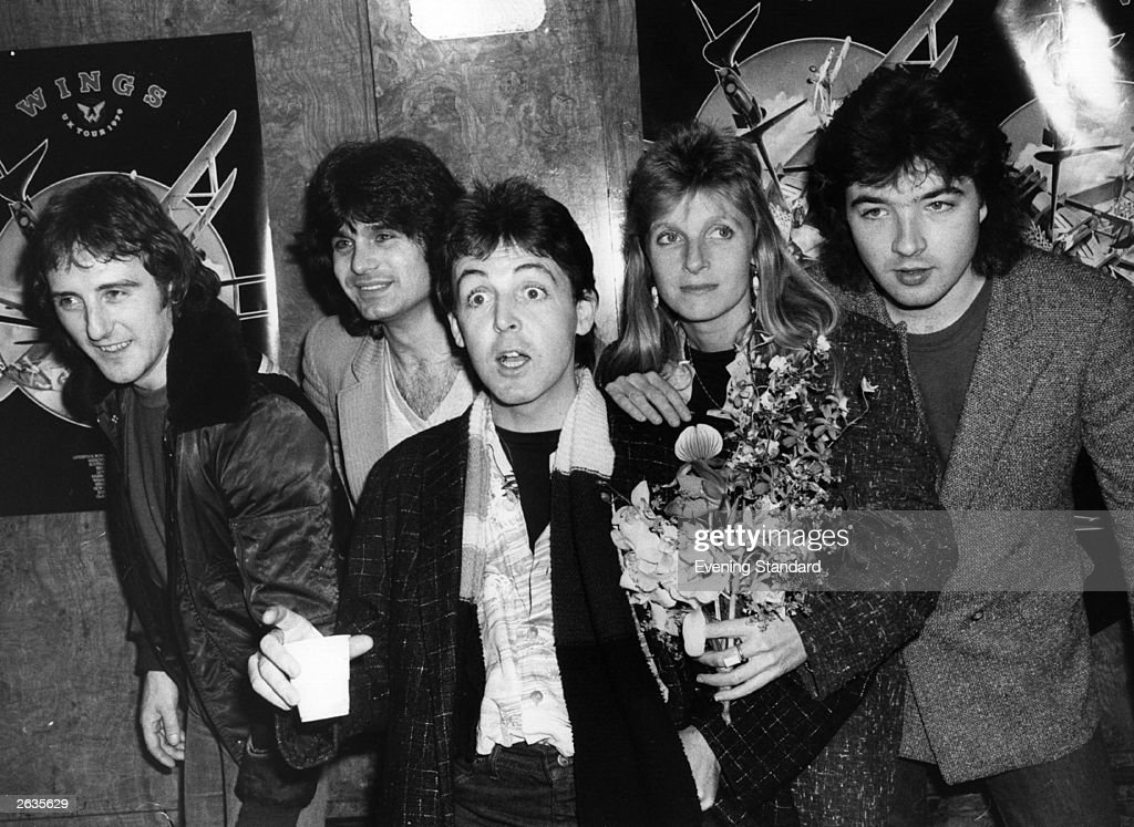 Wings, the pop group formed by ex-Beatle, Paul McCartney are in Liverpool. They are L-R: Denny Laine, Steve Holly, Paul McCartney, Linda McCartney (1941 - 1998), and Laurence Juber. Original Publication: People Disc - HK0488