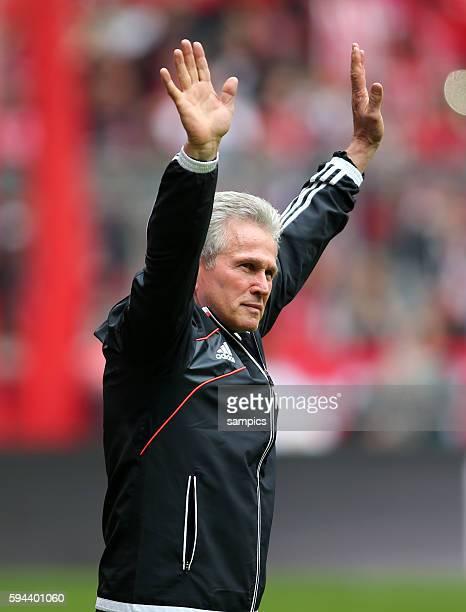 winkte den Fans zum Abschied Trainer Jupp Heynckes FC Bayern München 1 Bundesliga Fussball FC Bayern München FC Augsburg 30 Deutscher Fussball...