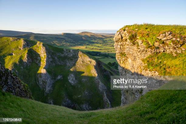 winnats pass, peak district, england - summer stock pictures, royalty-free photos & images