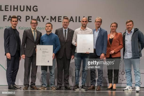 Winner Aleksander Radulovic Ekrem Can and Jurgen Pfau from the national association Bayern with Miroslav Klose DFB President Rheinhard Grindel Inka...