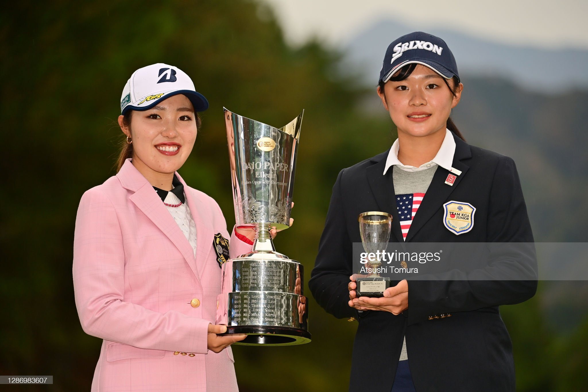 https://media.gettyimages.com/photos/winner-ayaka-furue-and-low-amateur-karin-hanada-pose-with-their-the-picture-id1286983607?s=2048x2048