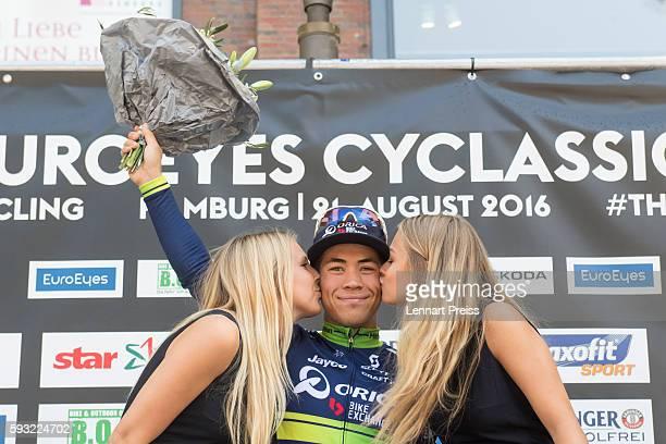 Winner Caleb Ewan from Australia celebrates the victory after the Euroeyes Cyclassics Hamburg on August 21 2016 in Hamburg Germany
