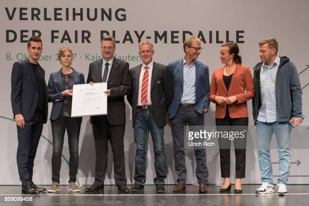 Winner Christian Frank and Andreas Hammer from the national association Hamburg with Miroslav Klose DFB President Rheinhard Grindel Inka MullerSchmah...