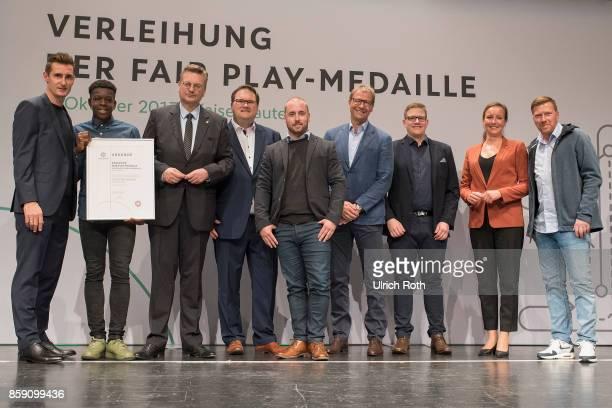 Winner Christian Nianga and Gero Groenhoff from the national association Bremen with Miroslav Klose DFB President Rheinhard Grindel Inka MullerSchmah...