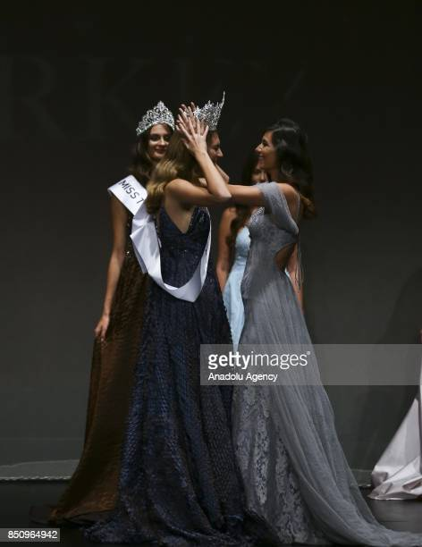 Winner contestant Itir Esen crowned as Miss Turkey World is seen during the Miss Turkey 2017 beauty contest at the Grand Pera Emek Stage in Istanbul...