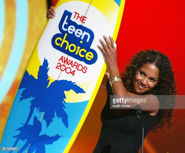 Winner for Best Drama Actress Halle Berry speaks on stage at The 2004 Teen Choice Awards held on August 8 2004 at Universal Amphitheater in Universal...