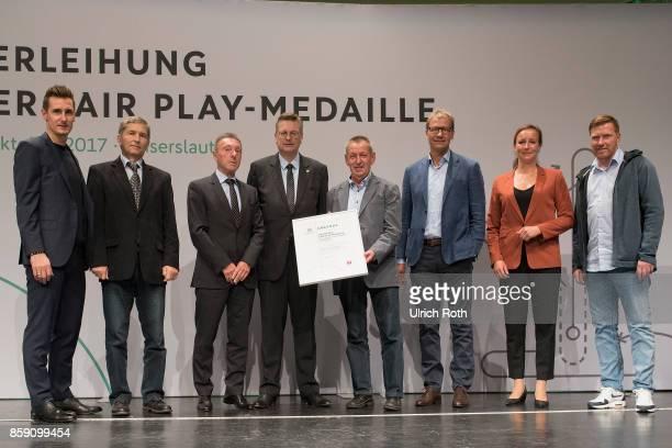 Winner Hans Oertwig and Dieter Dunnbier from the national association Brandenburg with Miroslav Klose DFB President Rheinhard Grindel Inka...