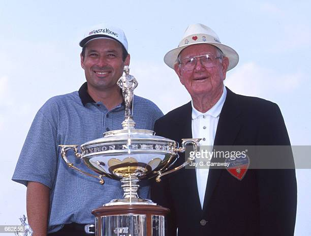Winner Loren Roberts poses with golf great Byron Nelson May 16 1999 at the Byron Nelson Classic golf tournament in Chicago IL