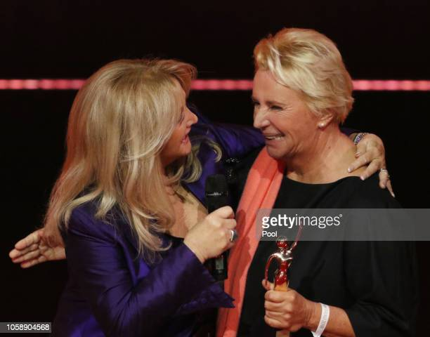 Winner Lydia Staltner British singer Bonnie Tyler talk during the 'Goldene Bild der Frau' awarding ceremony on November 7 in Hamburg Germany The...