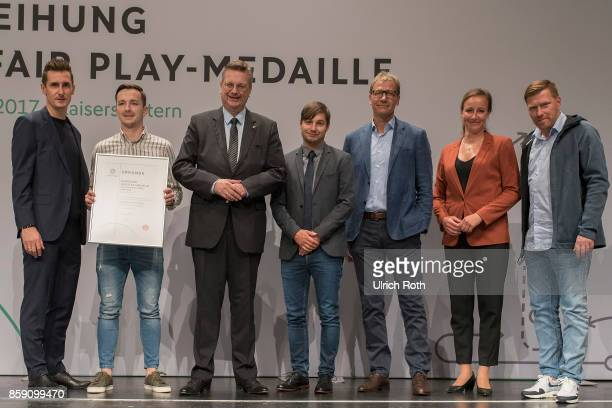 Winner Maciej Wolanski and Hendrik Olbrisch from the national association Thuringen with Miroslav Klose DFB President Rheinhard Grindel Inka...