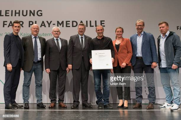 Winner Marco Reich and Werner Ehle from the national association Sudwest with Miroslav Klose DFB President Rheinhard Grindel Inka MullerSchmah Guido...