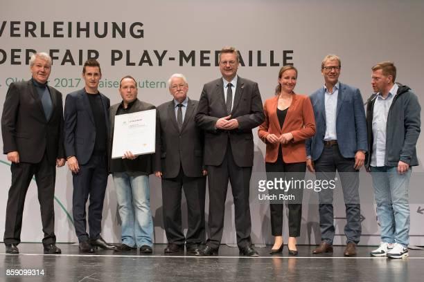 Winner Nunzio De Filippo and Dieter Kerschsieper from the national association Rheinland with Miroslav Klose DFB President Rheinhard Grindel Inka...