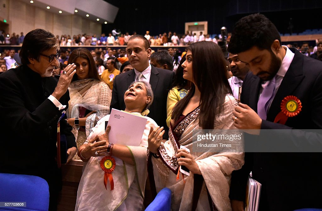 Winner of Best Actor award Amitabh Bachchan with his family members Jaya Bachchan Aishwarya Rai Bachchan and Abhishek Bachchan daughter Shweta Nanda..