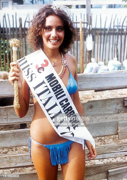 Winner of the beauty pageant Miss Italia in 1977 Anna Kanakis showing the sceptre and the pageant sash. 1977