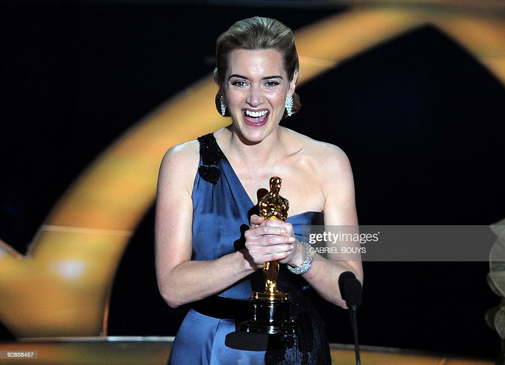 Winner of the Best Actress award Kate Wi : News Photo