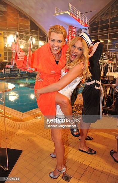 Winner of the competition actress Alexandra Rietz and TV presenter Sonya Kraus pose during the TV Total Turmspringen - TV Show at the Munich...
