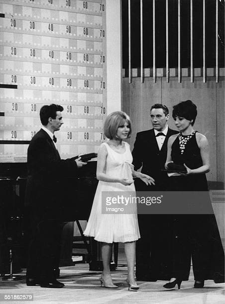 Winner of the Euro Vision Song Contest 1965 in Naples France Gall From left to right Serge Gainsbourg France Gall the singer Mario del Monaco and the...