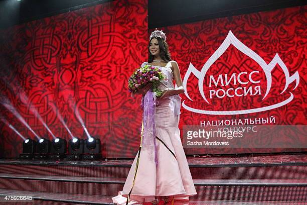 Winner of the Miss Russia 2014 beauty contest Yulia Alipova from Balakovo Saratov region accepts her award during the Miss Russia beauty pageant...
