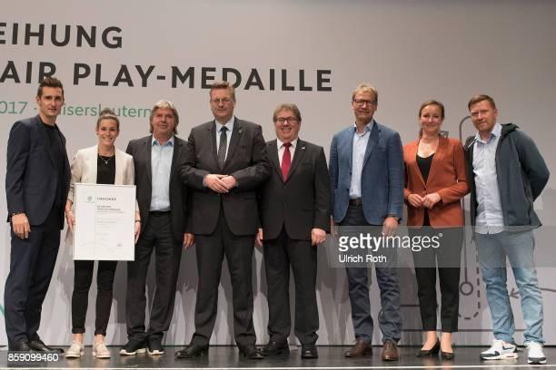 Winner Romina Konrad and Helmut Sickmuller from the national association Baden with Ronny Zimmermann Miroslav Klose DFB President Rheinhard Grindel...