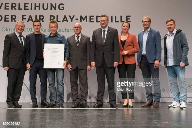 Winner Sven Reinig and Reimer Biehl from the national association Saarland with Miroslav Klose DFB President Rheinhard Grindel Inka MullerSchmah...