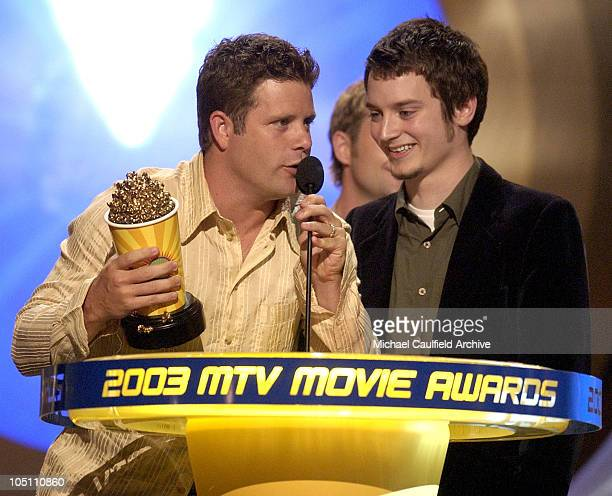 Winner the 'Lord of the Rings The Two Towers' for Best Movie stars Sean Astin and Elijah Wood