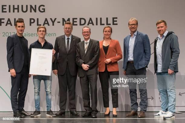Winner Thimo Dellemann and Jurgen Kreyer from the national association Niederrhein with Miroslav Klose DFB President Rheinhard Grindel Inka...