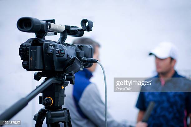 winner tv interview - xlarge - television camera stock pictures, royalty-free photos & images