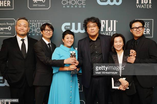 Winners of Best Foreign Language Film award for Parasite Hajun Lee Yang Jinmo Lee Jungeun Bong Joonho Kwak Sinae and Jin Won Han pose in the press...