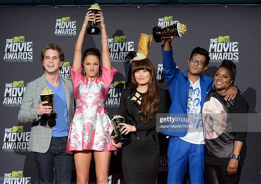 Winners of Best Musical Moment Award Ben Platt, Alexis Knapp, Hana Mae Lee, Utkarsh Ambudkar, and Ester Dean poses in the press room during the 2013 MTV Movie Awards at Sony Pictures Studios on April 14, 2013 in Culver City, California.