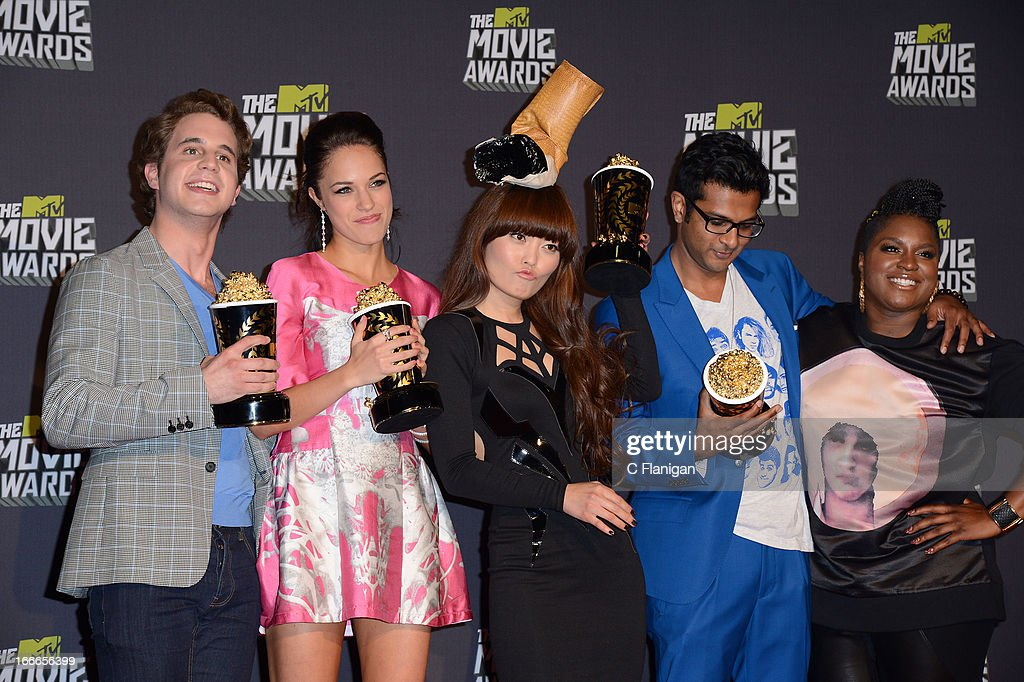 Winners of Best Musical Moment Award Ben Platt, Alexis Knapp, Hana Mae Lee, Utkarsh Ambudkar, and Ester Dean pose backstage during the 2013 MTV Movie Awards at Sony Pictures Studios on April 14, 2013 in Culver City, California.