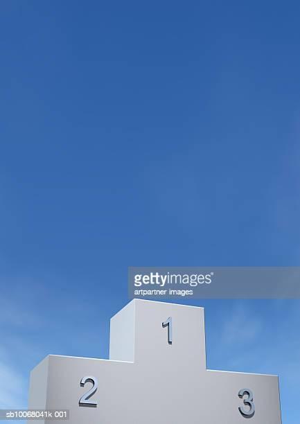 winners podium against blue sky - winners podium imagens e fotografias de stock