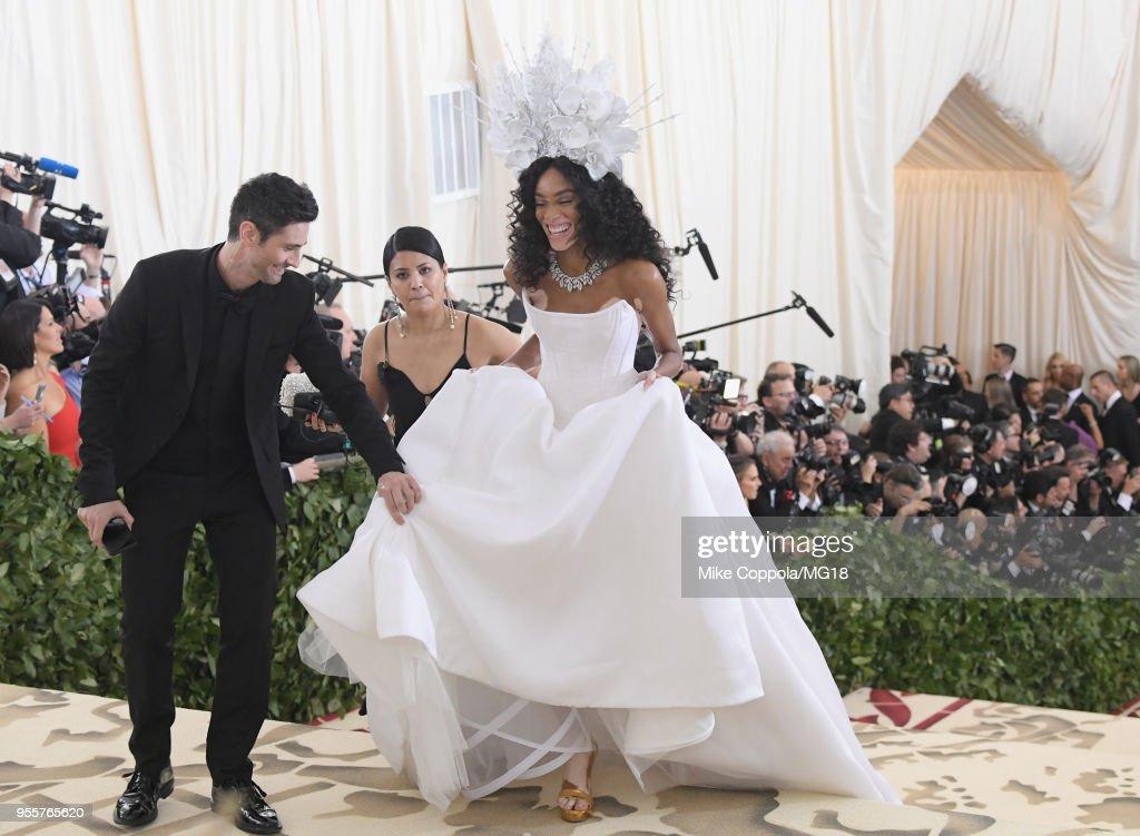 Heavenly Bodies: Fashion & The Catholic Imagination Costume Institute Gala - Red Carpet : Fotografía de noticias