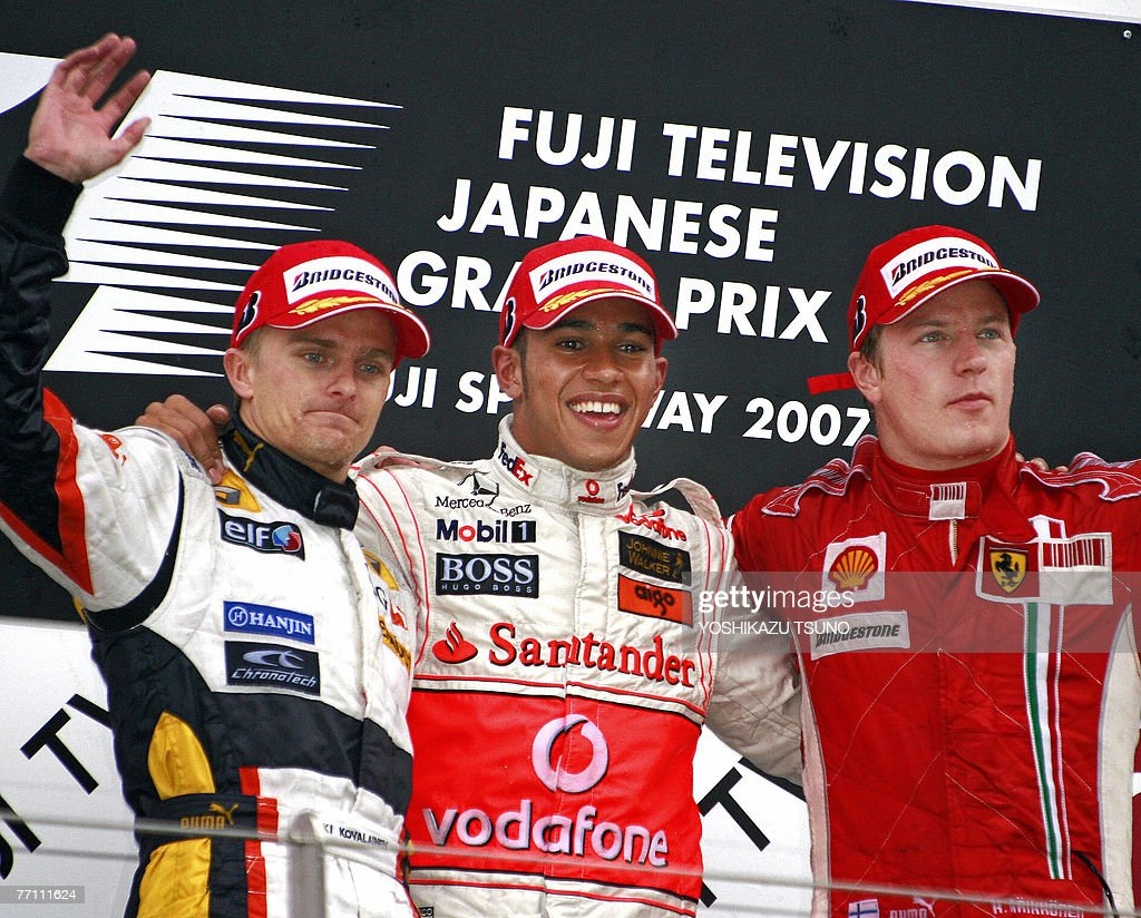 Winning British driver Lewis Hamilton (C) of McLaren Mercedes, second-placed Finnish driver Heikki Kovalainen (L) of Renault and third-placed Finnish driver Kimi Raikkonen (R) of Ferrari react to the audience on the podium following the Formula One Japanese Grand Prix at the Fuji Speedway in Shizuoka prefecture, 30 September 2007. Hamilton overcame wet conditions to win the Japanese Grand Prix in a McLaren-Mercedes, the 15th leg of the 17-race world championship. AFP PHOTO / Yoshikazu TSUNO