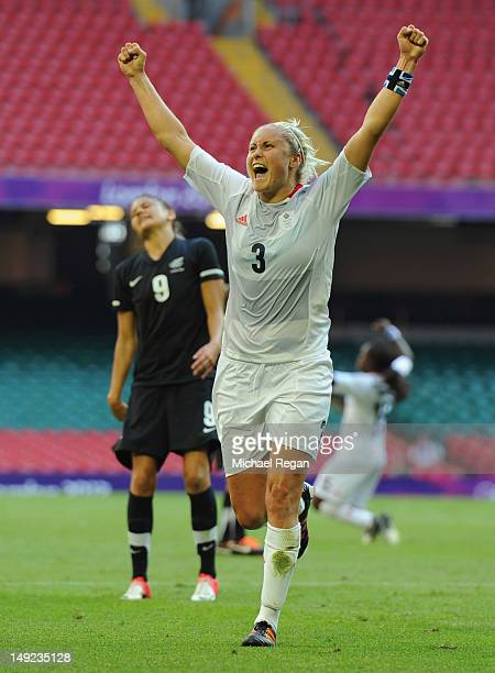 Winning goal scorer Stephanie Houghton of Great Britain celebrates victory on the final whistle as Amber Hearn of New Zealand looks dejected during...