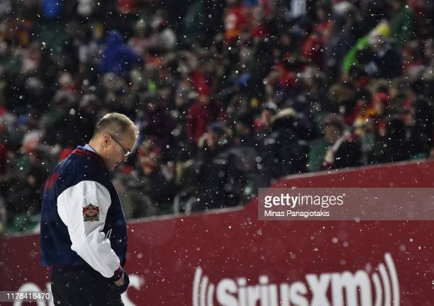 Winnipeg Jets head coach Paul Maurice leaves the ice at the end of the second period against the Calgary Flames during the 2019 Tim Hortons NHL...