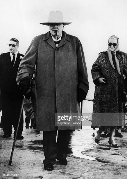 Winston CHURCHILL arriving in Las Palmas with his wife Clementine He was at that time on a cruise on his friend Aristote ONASSIS's yacht CHRISTINA