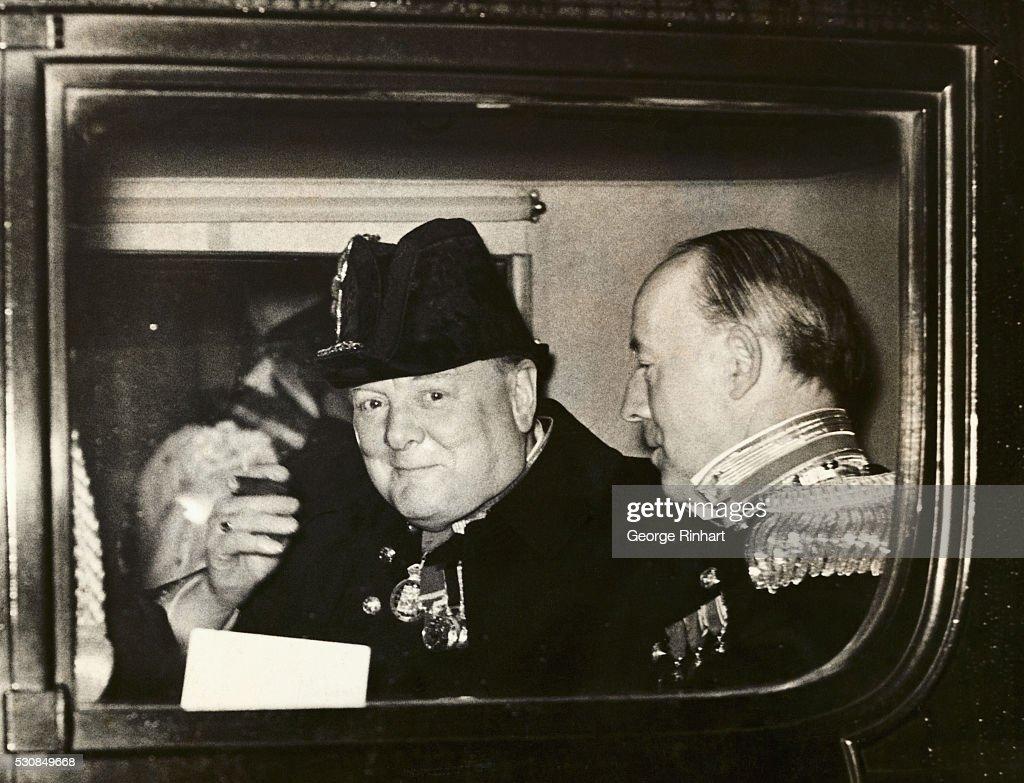Winston Churchill Leaving Reception : ニュース写真