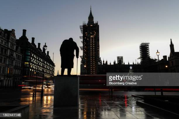 winston churchill statue and houses of parliament - national monument stock pictures, royalty-free photos & images