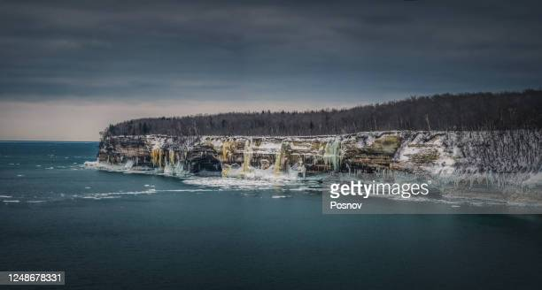 winter at pictured rocks - pictured rocks national lakeshore stock pictures, royalty-free photos & images